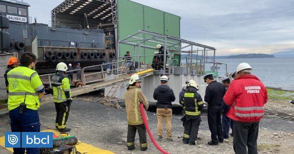 Bomberos rescatan a hombre atrapado en pontón de Puerto Montt - BioBioChile