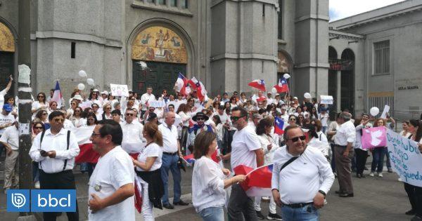 Decenas de personas de blanco se manifestaron en Concepción en contra de la violencia durante crisis - BioBioChile