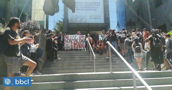 Estudiantes de la U. San Sebastián se manifestaron pidiendo marcha blanca para el reinicio de clases - BioBioChile