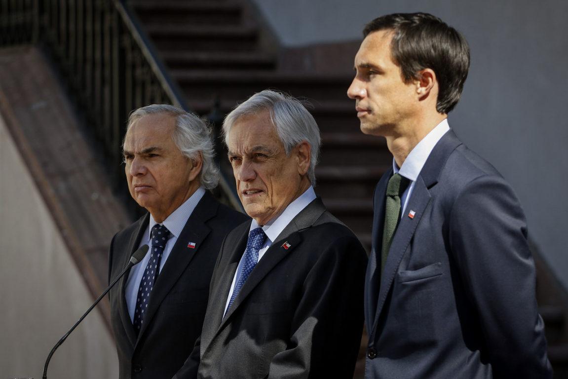 24 de octubre de 2019   El Presidente Sebastián Piñera, junto al ministro del Interior, Andres Chadwick y de Energía, Juan Carlos Jobet, anuncian la firma del Proyecto de Ley de Estabilización de Tarifas Eléctricas   Agencia UNO
