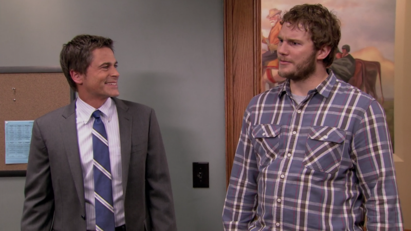 Chris Patt (derecha) en Parks and Recreation