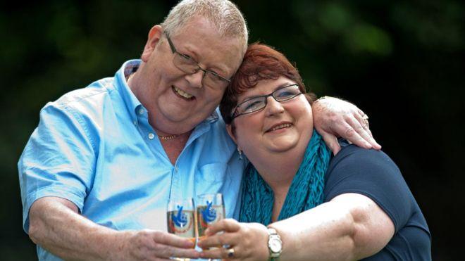 Colin Weir y su esposa | AFP
