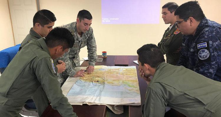 FACh asesoró a la Fuerza Aérea de El Salvador | FACh