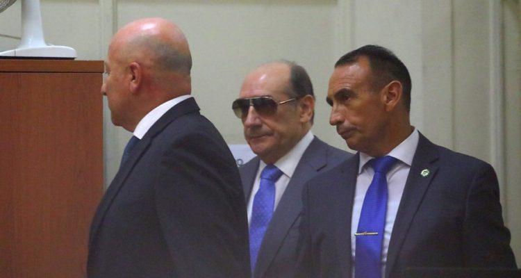 Juan Manuel Fuente Alba llega al despacho de la ministra Romy Rutherford |  Hans Scott | Agencia Uno