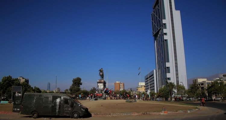 Plaza Baquedano   Mauricio Mendez   Agencia Uno