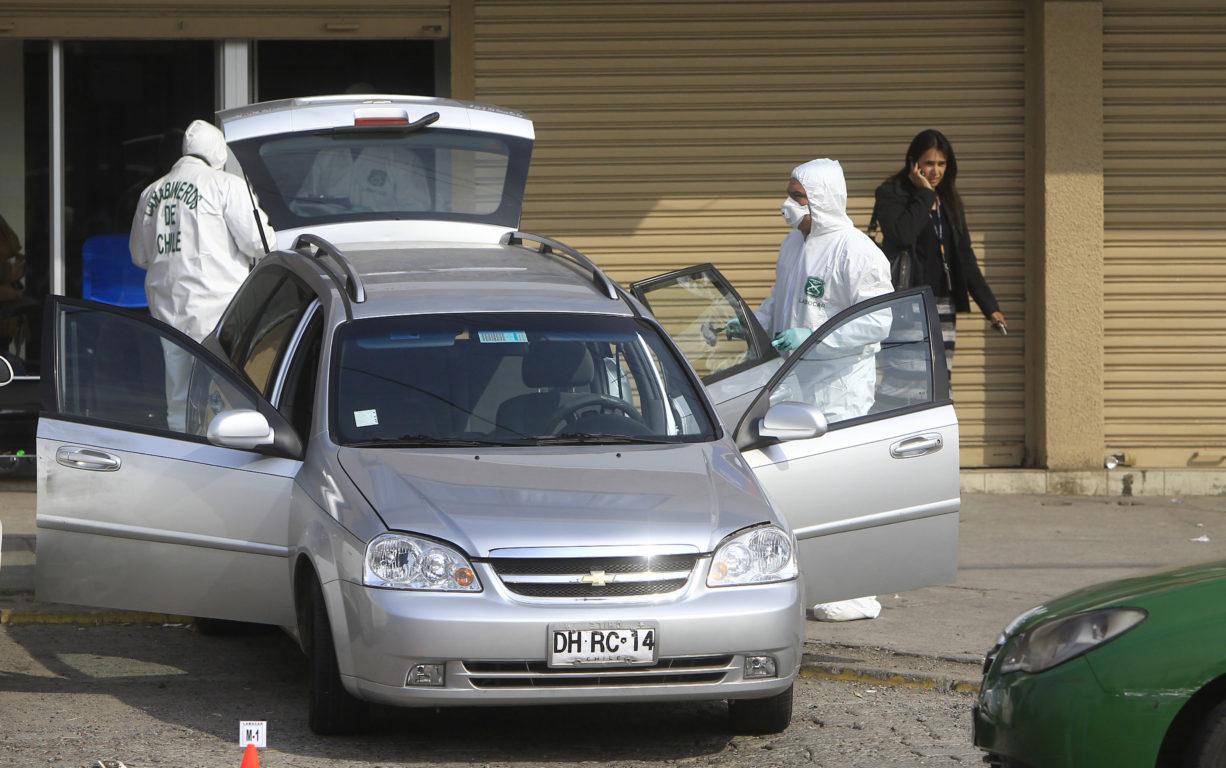 Peritajes al auto en el que llegaron los asaltantes tras el homicidio   Agencia UNO