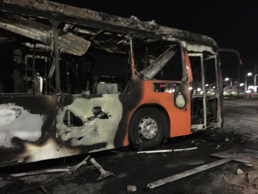 Bus quemado en Vicuña Mackenna con Departamental | Jaime Sepúlveda | RBB