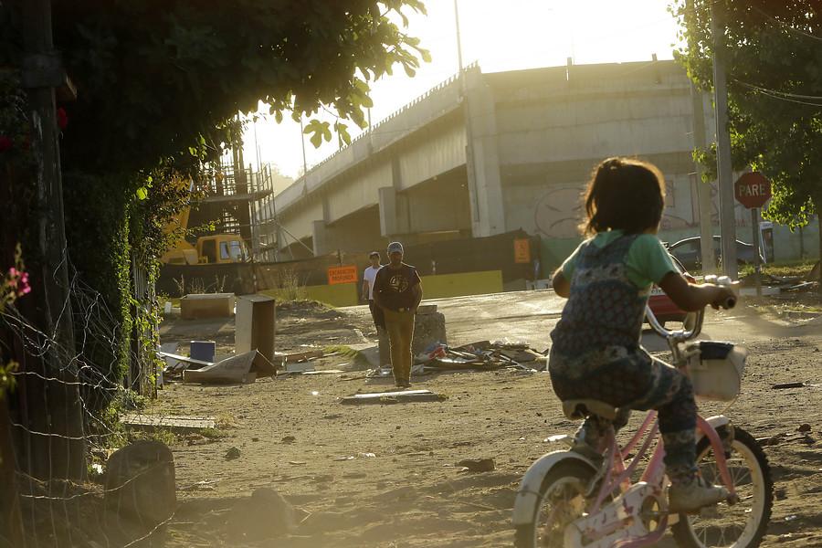 Agencia UNO | Conexión inconclusa del Puente Chacabuco frente a población Aurora de Chile.