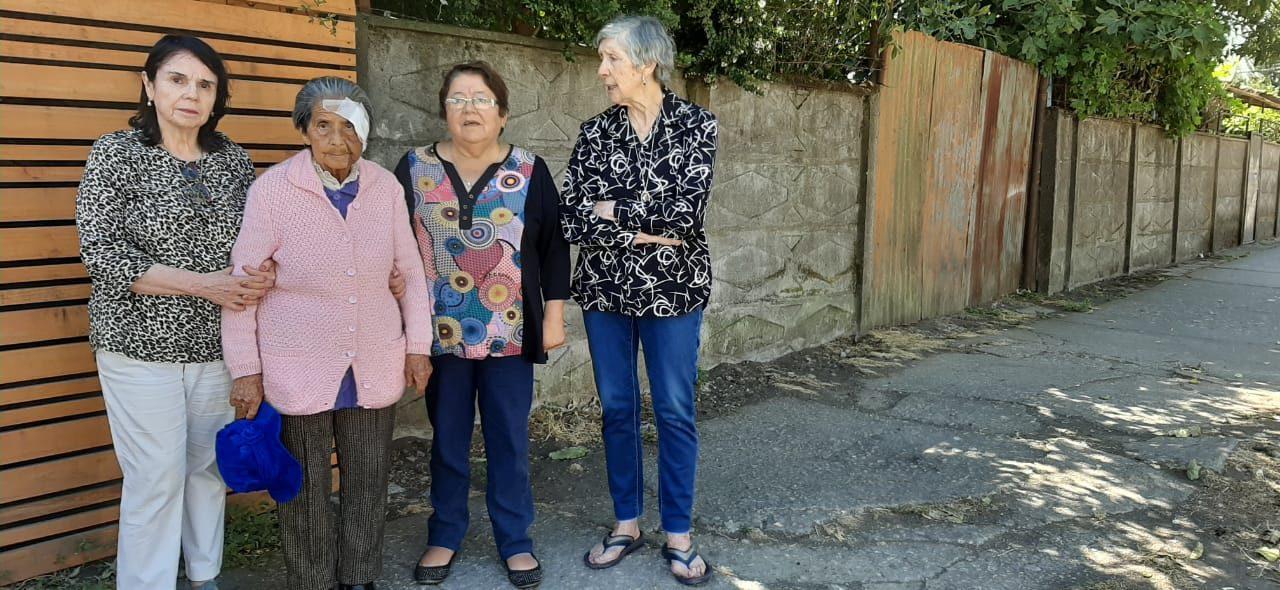 Estado de veredas y caídas de adultos mayores preocupan a vecinos de Lorenzo Arenas en Concepción