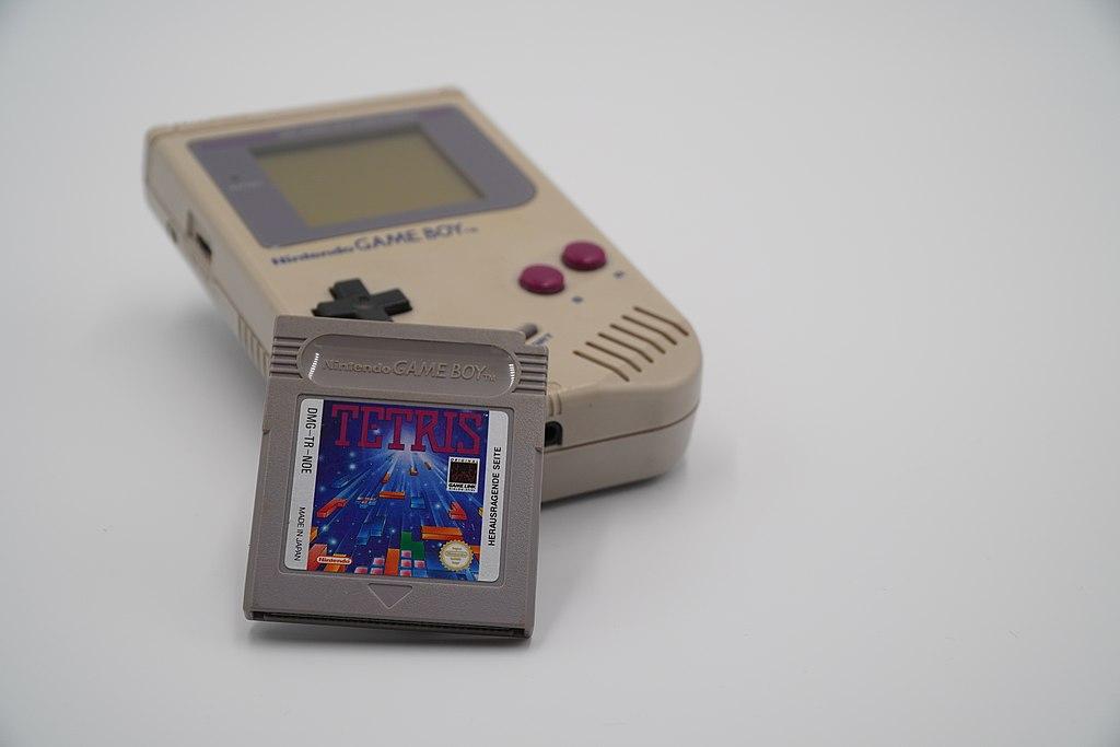 Game Boy y el juego Tetris (CC) Wikimedia Commons