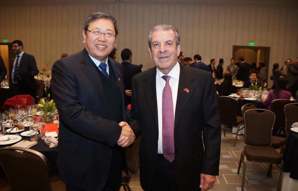 El líder gremial chino junto al ex presidente Eduardo Frei, embajador plenipotenciario para el Asia Pacífico.