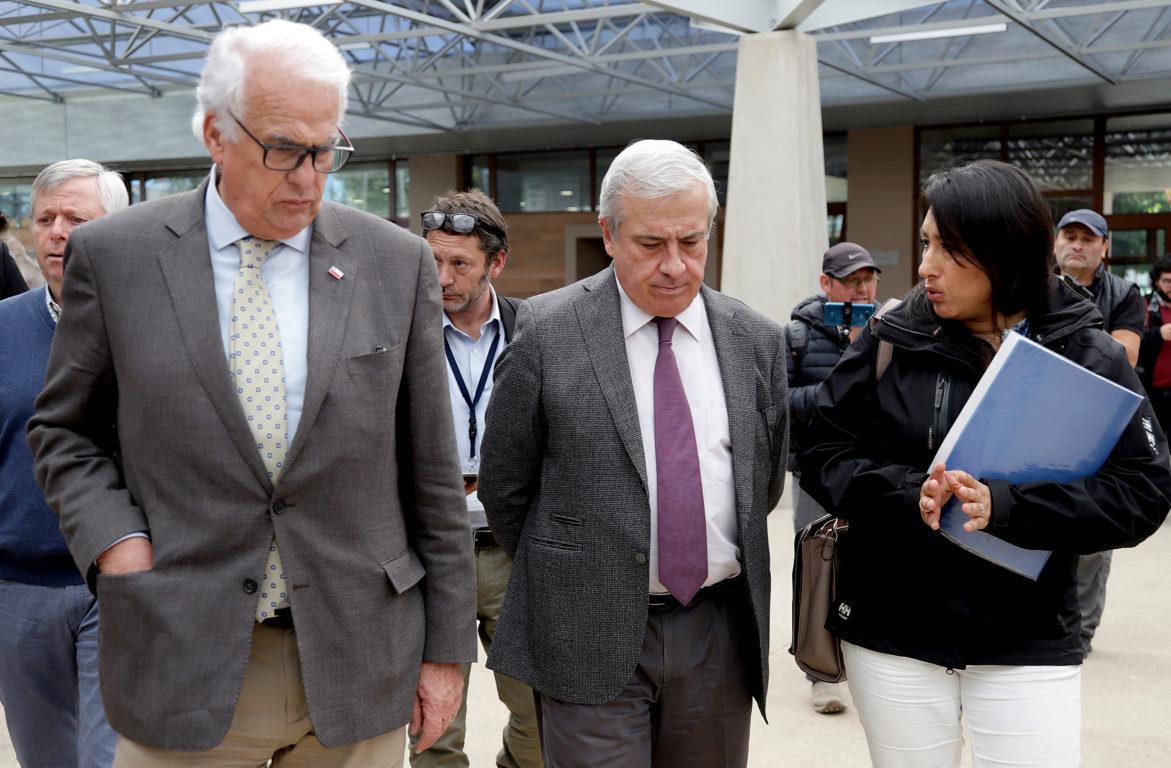 Ministro Mañalich junto al intendente de Los Lagos, Harry Jürgensen | Agencia UNO