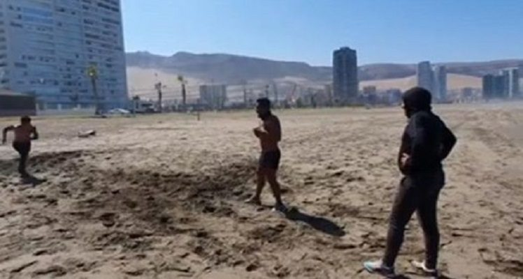 Edson Puch rompió tendencia del entrenamiento en casa: fue captado en la Playa Brava de Iquique