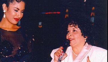 Yolanda Saldívar junto a Selena