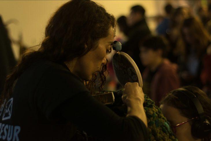 Pamela San Martín presentando su obra Oader y la Alquimia de la Belleza | Foto: Jimy Galard