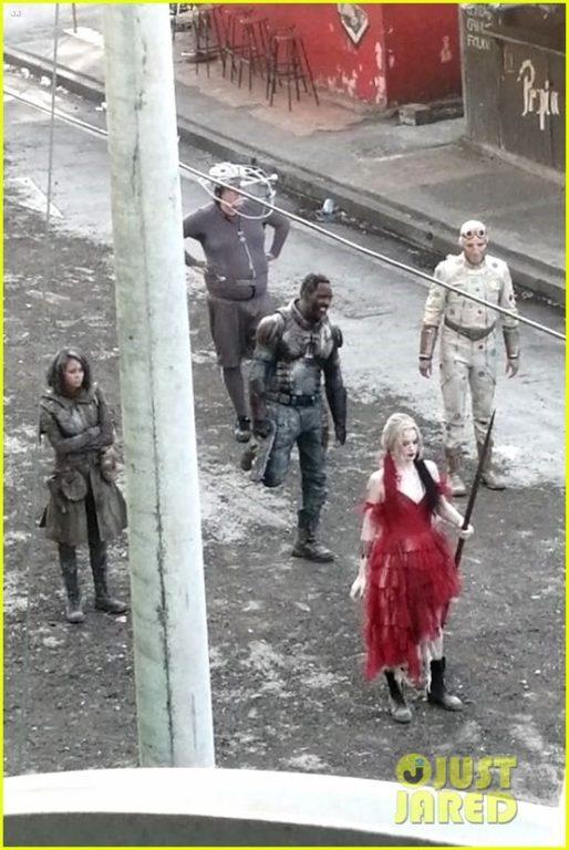 """Margot Robbie filmando """"El Escuadrón Suicida""""   Just Jared"""