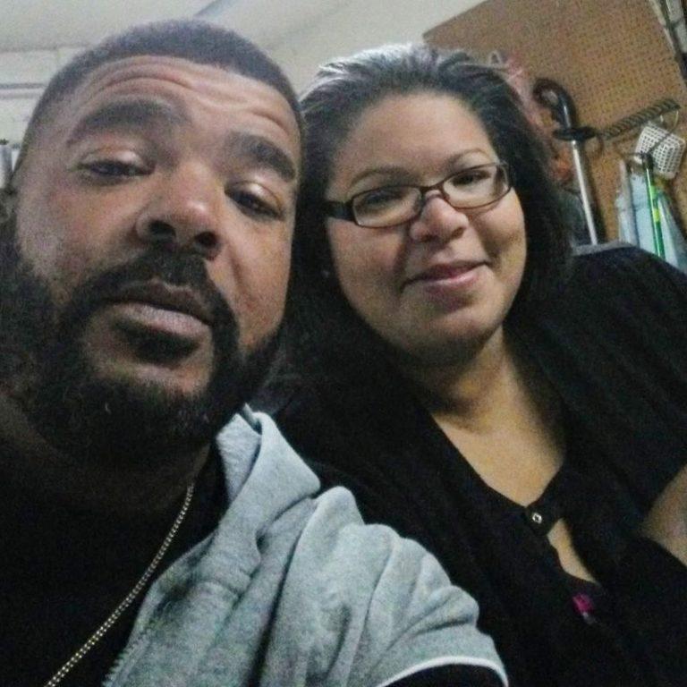 Chantee Mack y otro funcionario