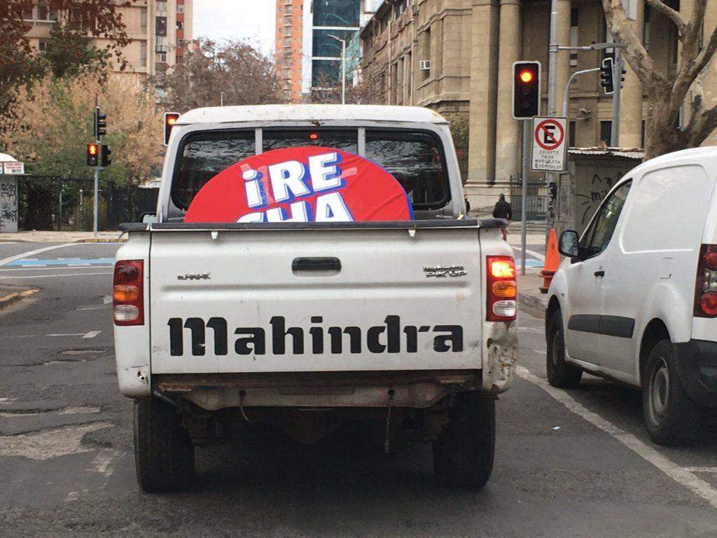Camioneta sin patente en caravana del Rechazo