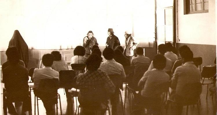 Los payasos de la esperanza, función en capilla satiaguina, José Luis  Olivari (c)