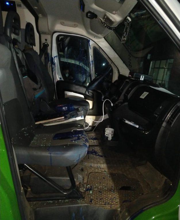 Ataque a furgón policial con tarro de pintura   Cedida a RBB