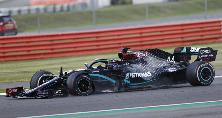 Hamilton gana el GP de Gran Bretaña con emocionante final: pinchó rueda en la última vuelta