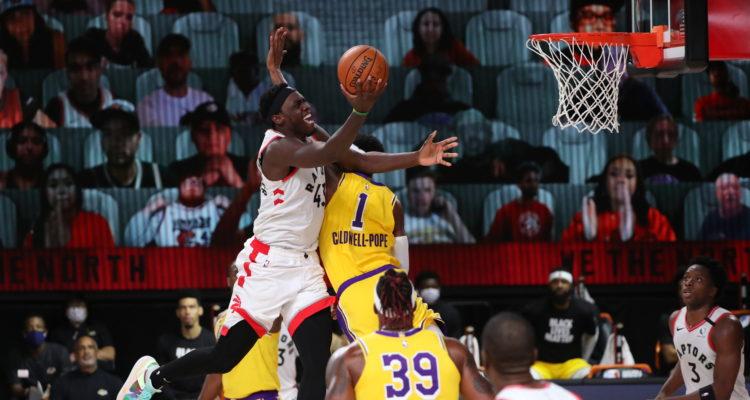 Los Raptors vencieron a los Lakers en jornada en la que Leonard no siguió habitual protesta de BLM