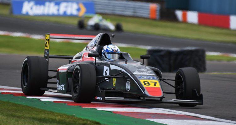 Nicolás Pino obtuvo su primer punto en la Fórmula 4 británica