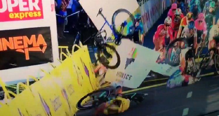 Ciclista empujado contra vallas salió de coma tras dos días: