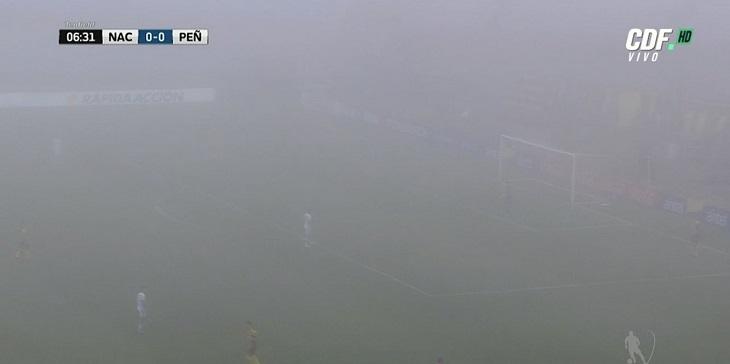 Siempre el fútbol sudamericano: clásico Nacional-Peñarol se jugó pese a densa niebla en Montevideo