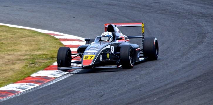 Incidente con un compañero dejó a Nico Pino fuera de la segunda fecha de la F4 Británica