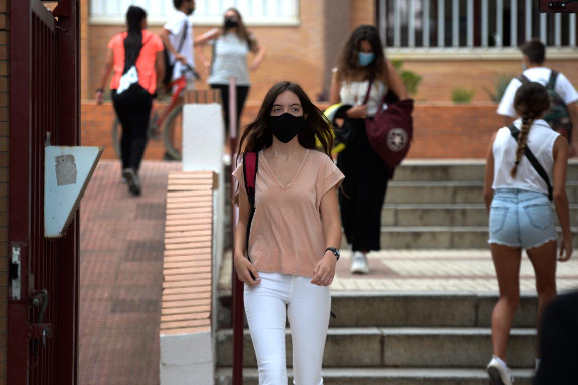 Estudiantes regresando a clases en España | AFP