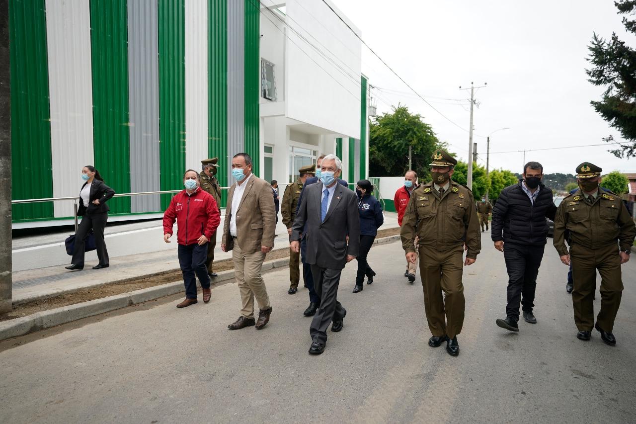 Piñera visita obras de reposición de 1ª Comisaría de Carabineros de Arauco
