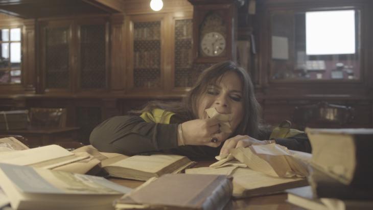 La Ópera Emancipadora, still de video (Daniela Vega), video HD, sonido estéreo, letras en Español, subtitulado al inglés, 11´53´´   artishockrevista