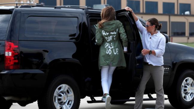 Melania con polémica chaqueta