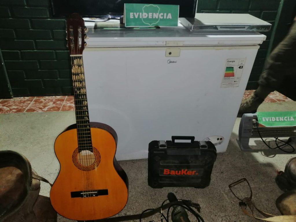 Una guitarra, monturas, ovejas y más: detenido por robo en Lonquimay pasará a control de detención