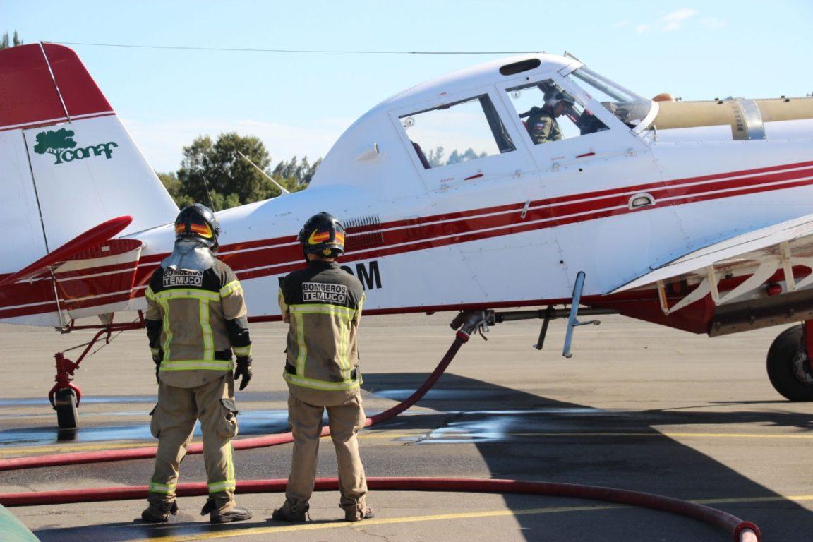 Bomberos de Temuco termina abastecimiento de aeronaves para combatir incendios forestales