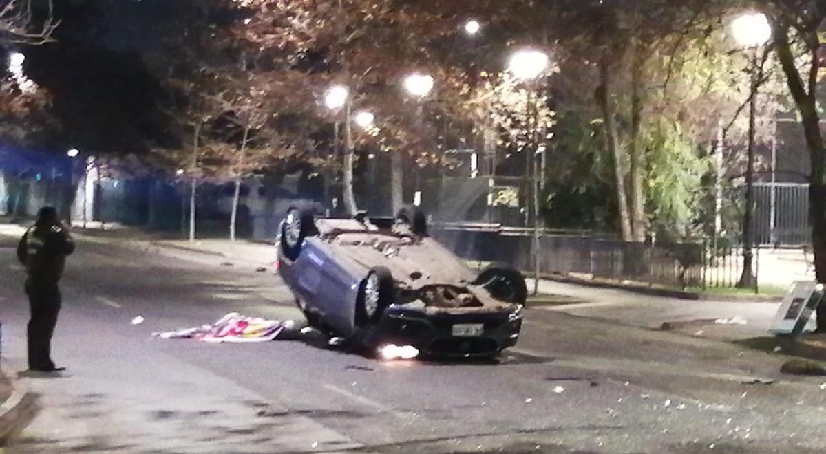 Joven muere luego de que vehículo chocara un poste y volcara en Santa Isabel