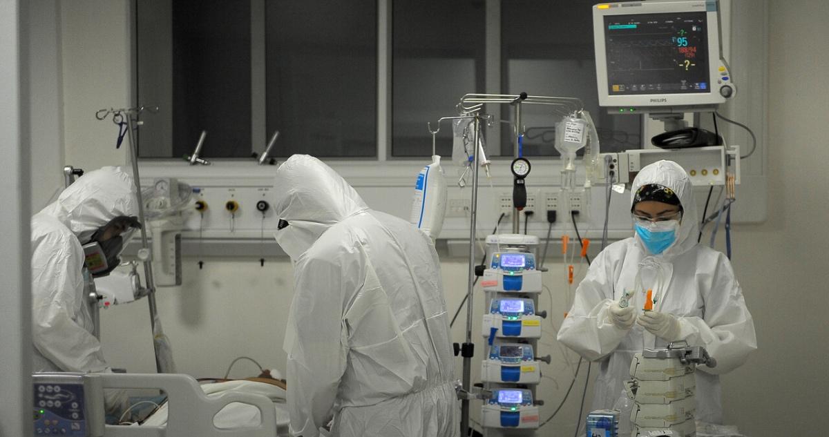 Paciente covid en la UCI