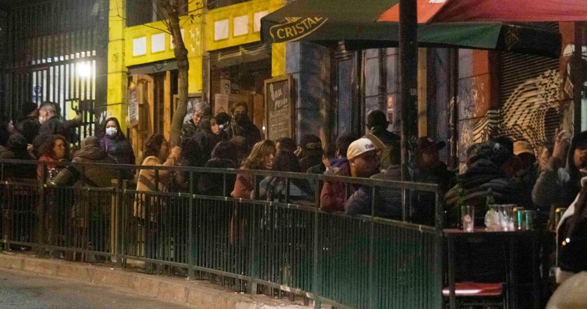 vida nocturna en Valparaíso previo a toque de queda