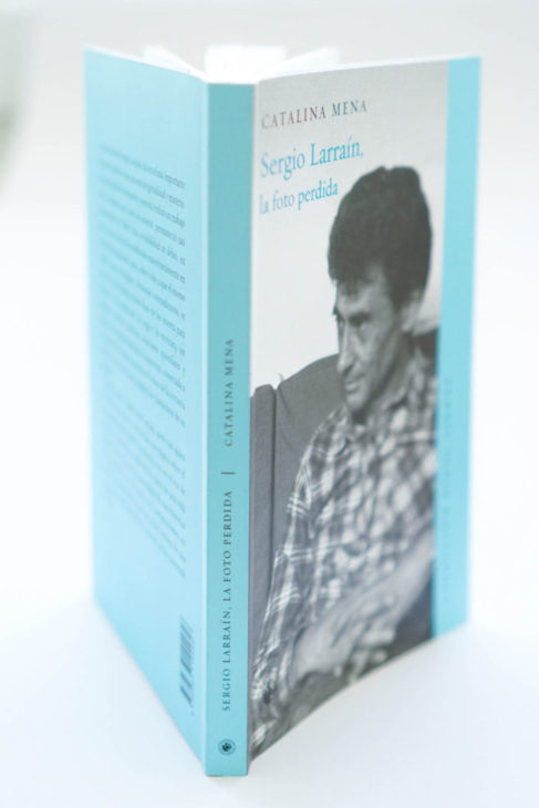 Retrato de portada por Sebastián Donoso. Fotografía del libro por Emilia Duclos Mena.