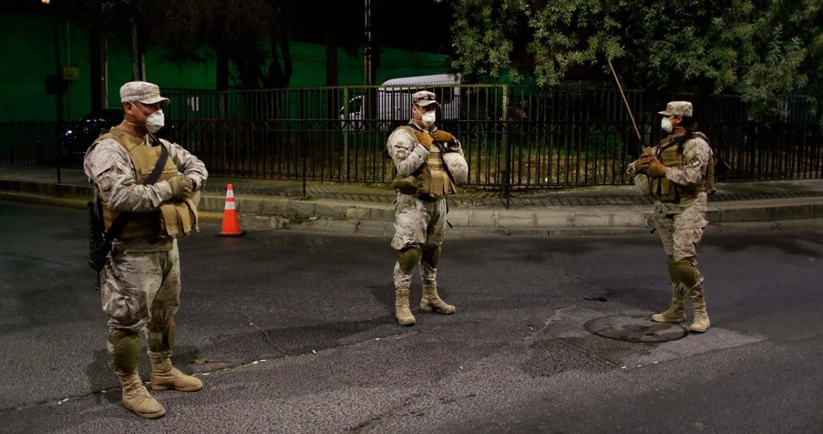militares resguardan toque de queda