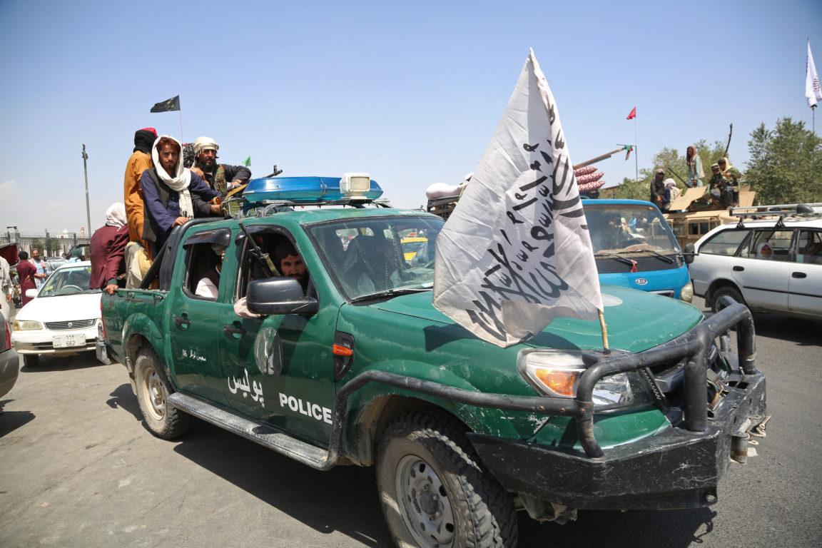 Patrullas talibanas en Afganistán