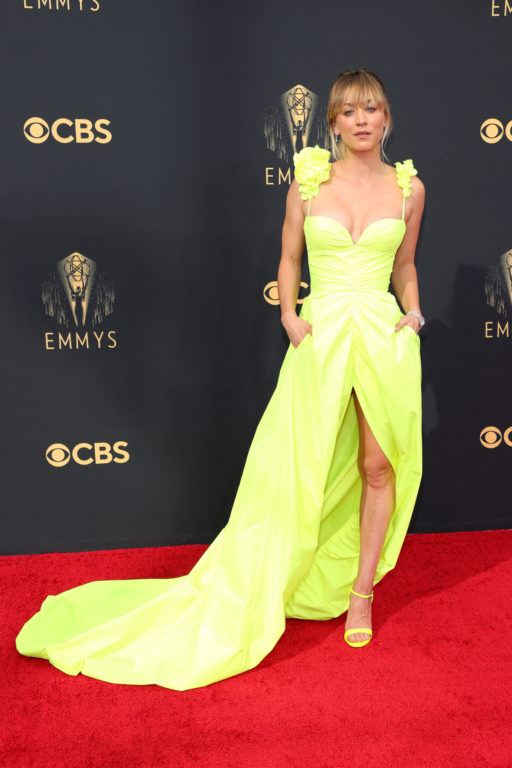 Kaley Cuoco en premios Emmy